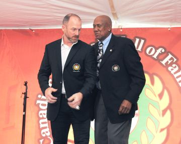 Ryan Dempster (Gibsons, B.C.) has a quick word with Fergie Jenkins (Chatham, Ont.) after Jenkins presented Dempster with his Canadian Baseball Hall of Fame jacket. Photo: Canadian Baseball Hall of Fame