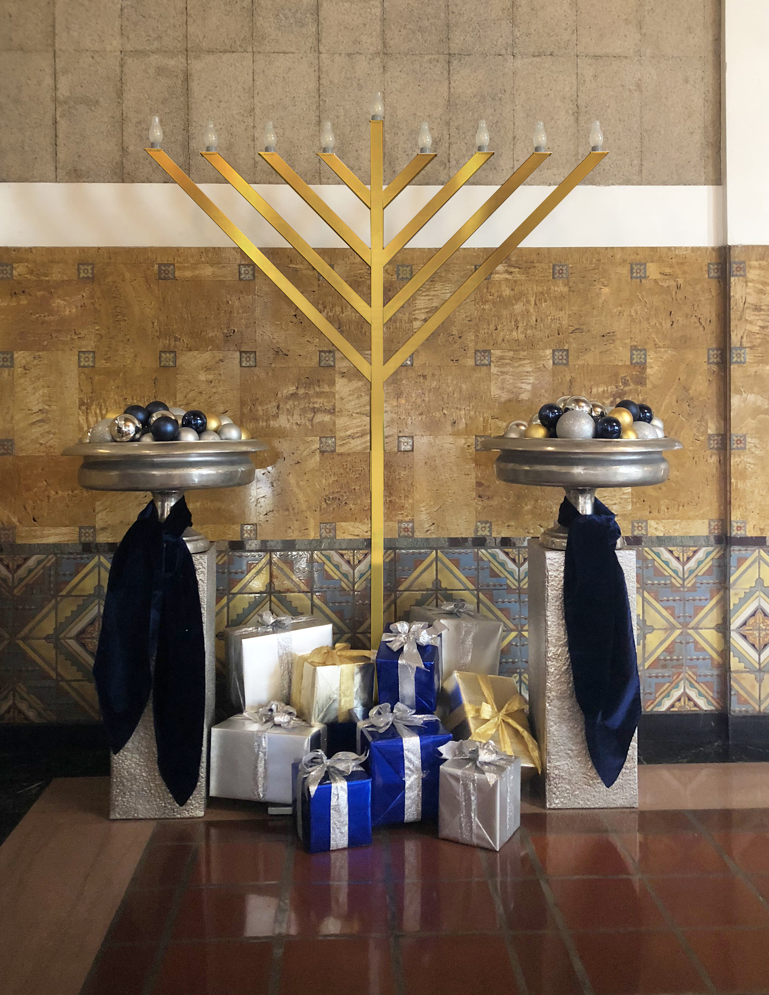 Union Station Los Angeles CA Inside menorah.jpg
