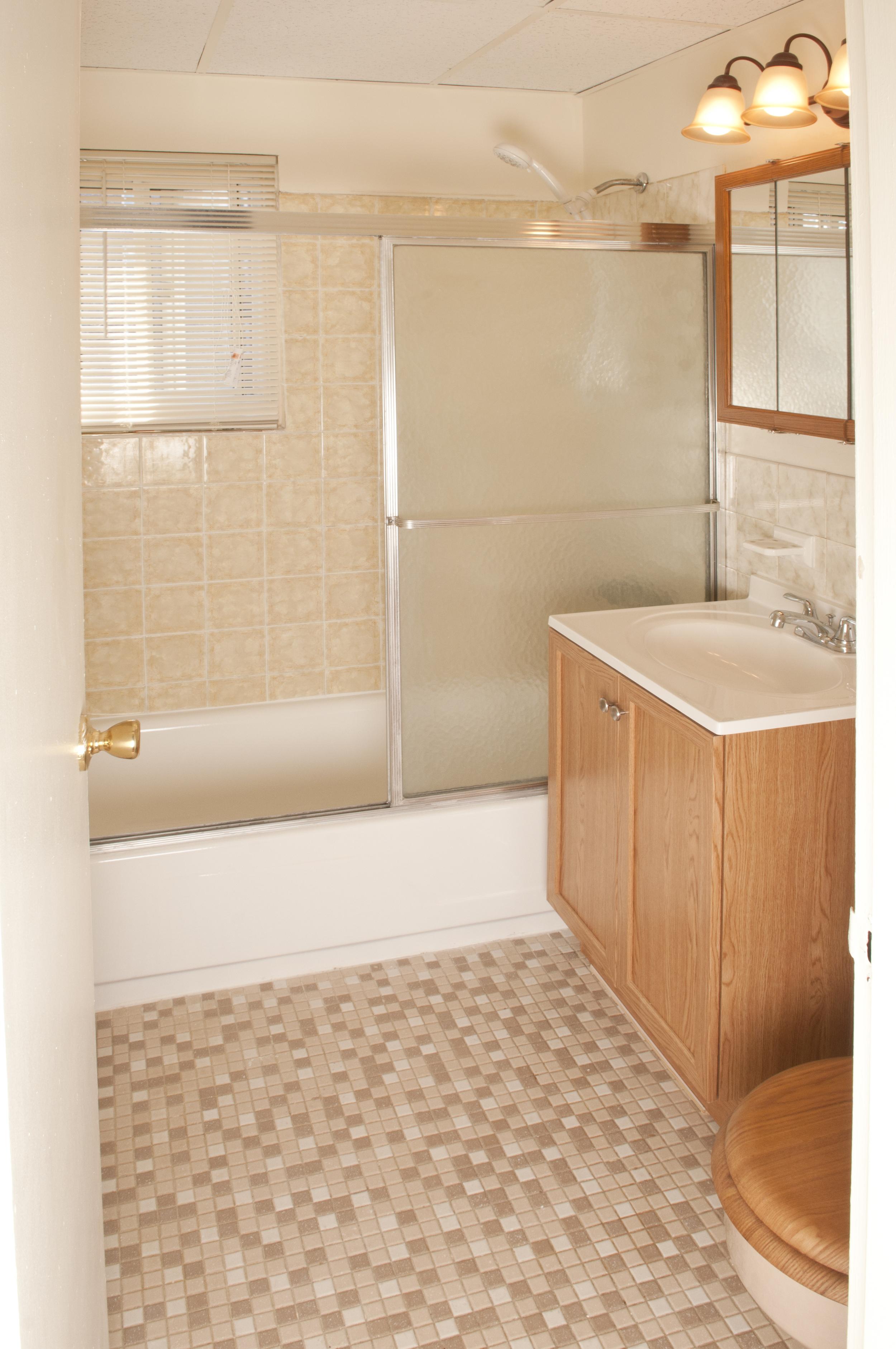 RutgerCrt_Bathroom.jpg