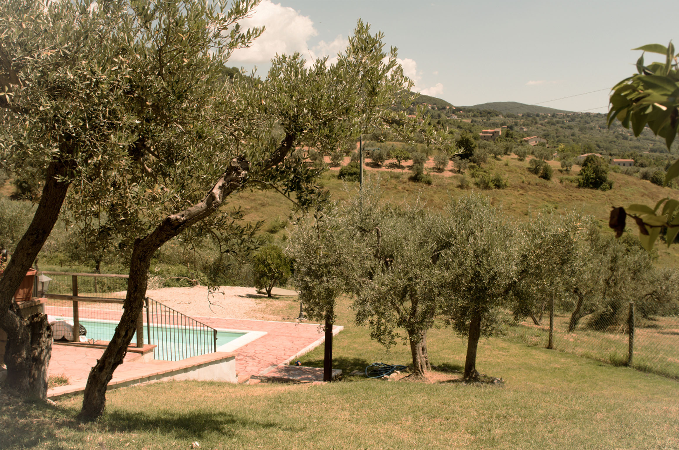 CASA L'ARCOBALENO  Casa l'Arcobaleno is situated in Pozzociolino, part of the beautiful town of Montecchio. You'll love to relax by the pool amongst our olivegrove.