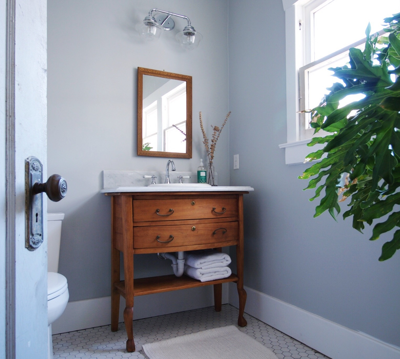 12-Guest Bath.JPG