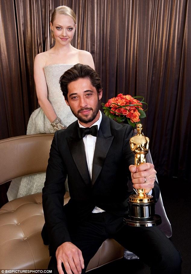 "Ryan Bingham wins Oscar for ""The Weary Kind"""