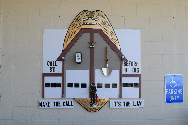 "Oldenburg police department - ""call 811 before u dig…"""