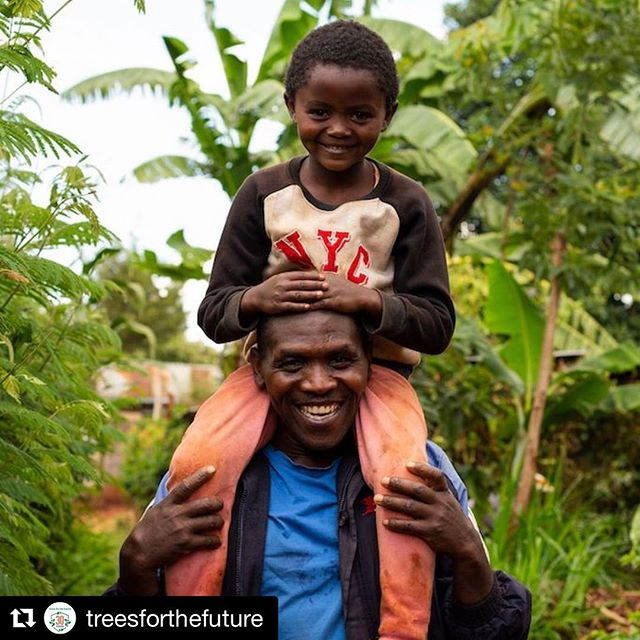 #Repost @treesforthefuture with @get_repost ・・・ Happy #EarthDay! DOUBLE the impact of your donation thanks to our friend @TonyRobbins. We have the power to keep our planet and future generations thriving. This #EarthDay we encourage all of you to #PlantToStay. Click the link in our bio and #LetsGetPlanting  #bethechange #endhunger #zerohunger #endpoverty #restoreenvironment #trees #planttreeschangelives #ForestGarden #deforestation #reforestation #agroforestry #livegreen #farmer #foodsecurity #EarthMonth #planttrees #treesofinstagram #inspiration #EarthDay
