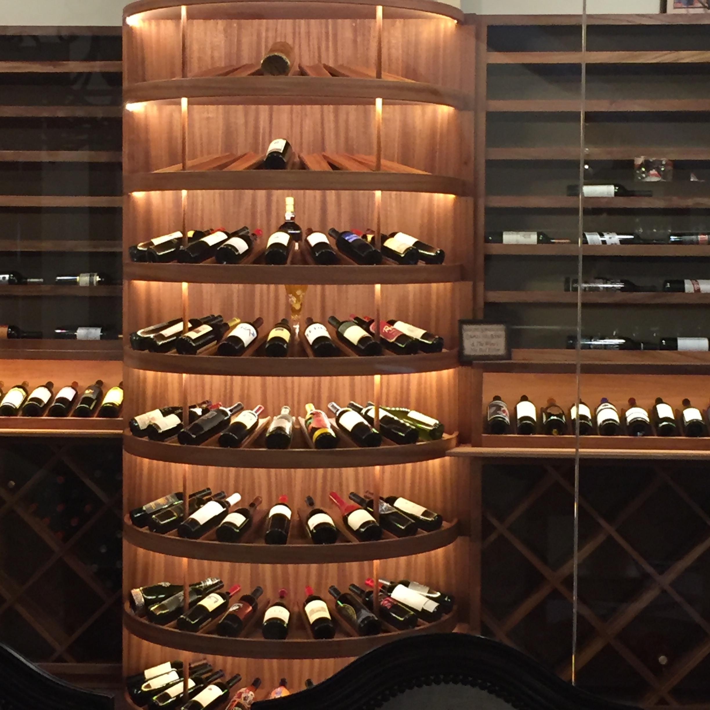 Half-circle wine storage