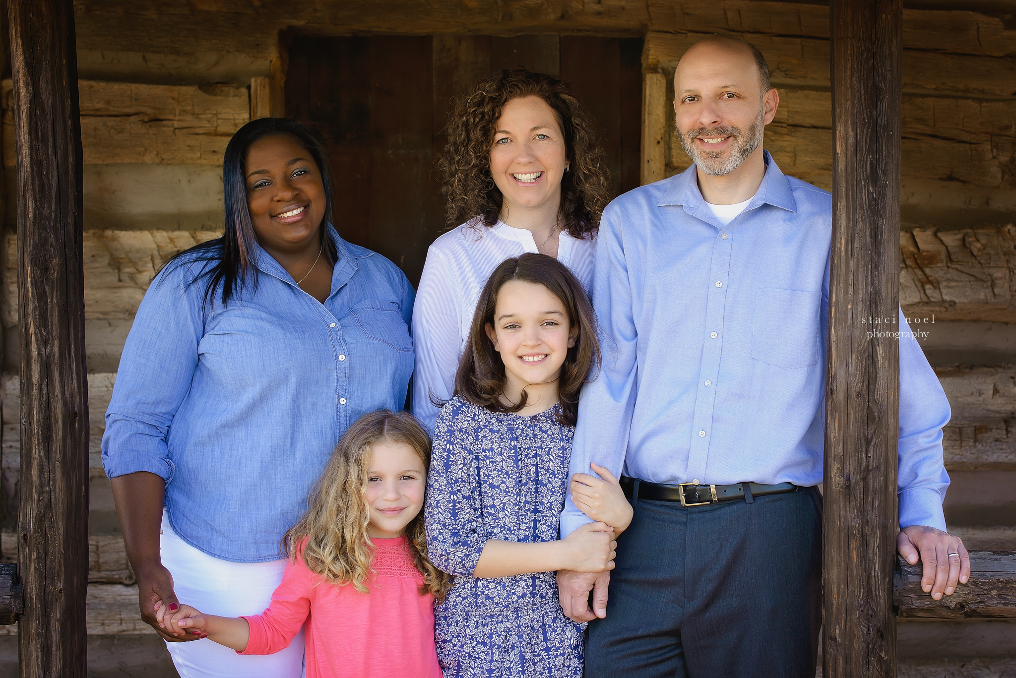 charlotte's best family photographer staci noel photographer takes image of extended family