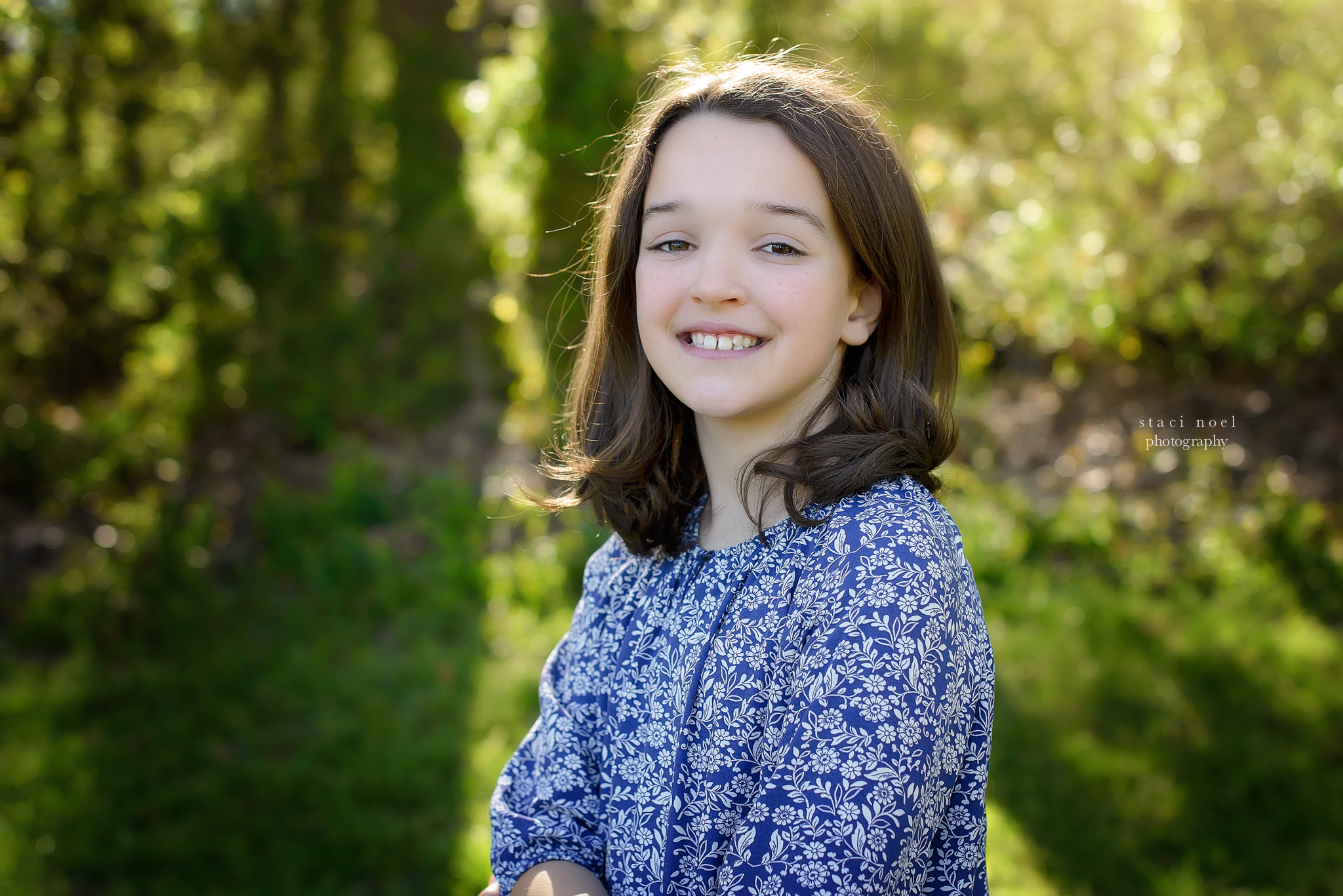 charlotte's best family photographer staci noel photographer takes image of young girl