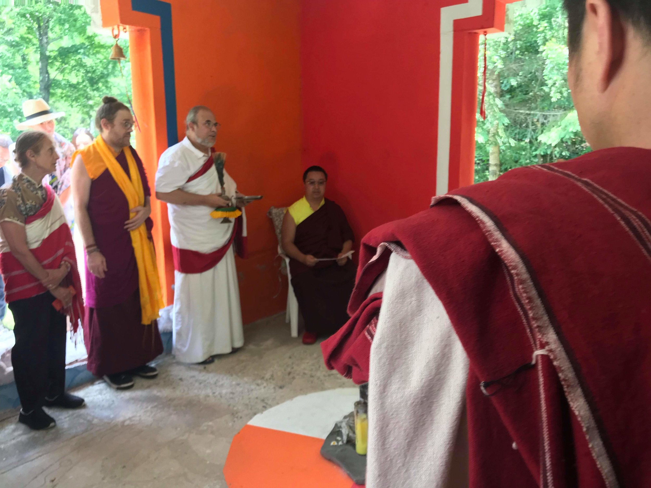 HH Yangsi Rinpoche blessing the Stupa