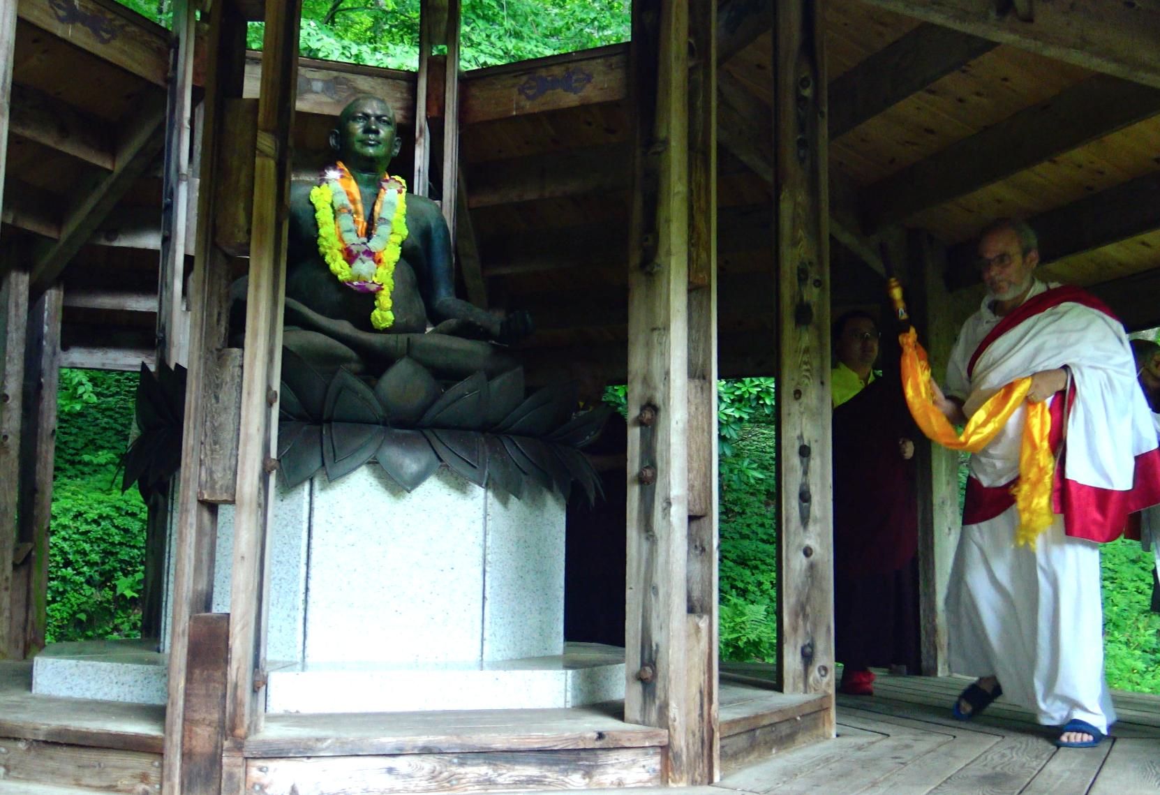 Rinpoche blessing the Rudi Statue