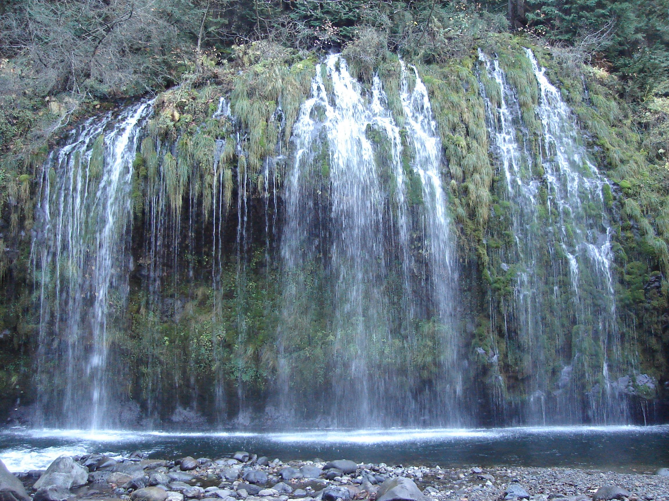 Mossbrae_falls.jpg