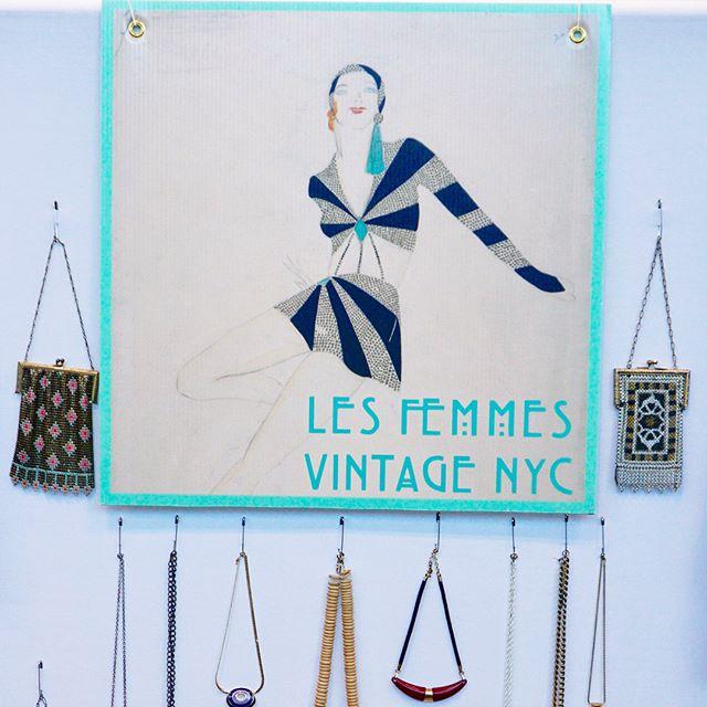 @les_femmes_vintage @intermezzovintage @javitscenter NYC. Swipe left to see more 📷@jovannareyesphotography #lesfemmesvintagenyc #vintageintermezzo #jovannareyesphotography #curvysta