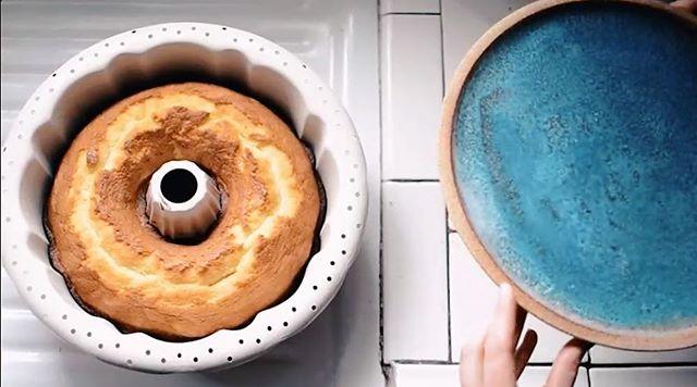 That time I baked. The only thing I bake: pound cake. ✨📷 @tinylicious.co  #ceramics #cakeplate #cake #baking #ceramics #pottery #handmade #homemade #yum