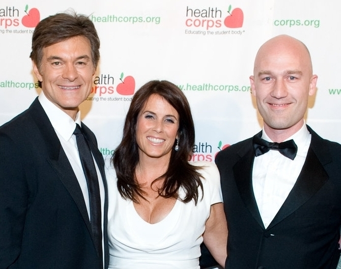 Mickey Beyer-Clausen with Dr. Mehmet Oz and Lisa Oz at HealthCorp's annual gala