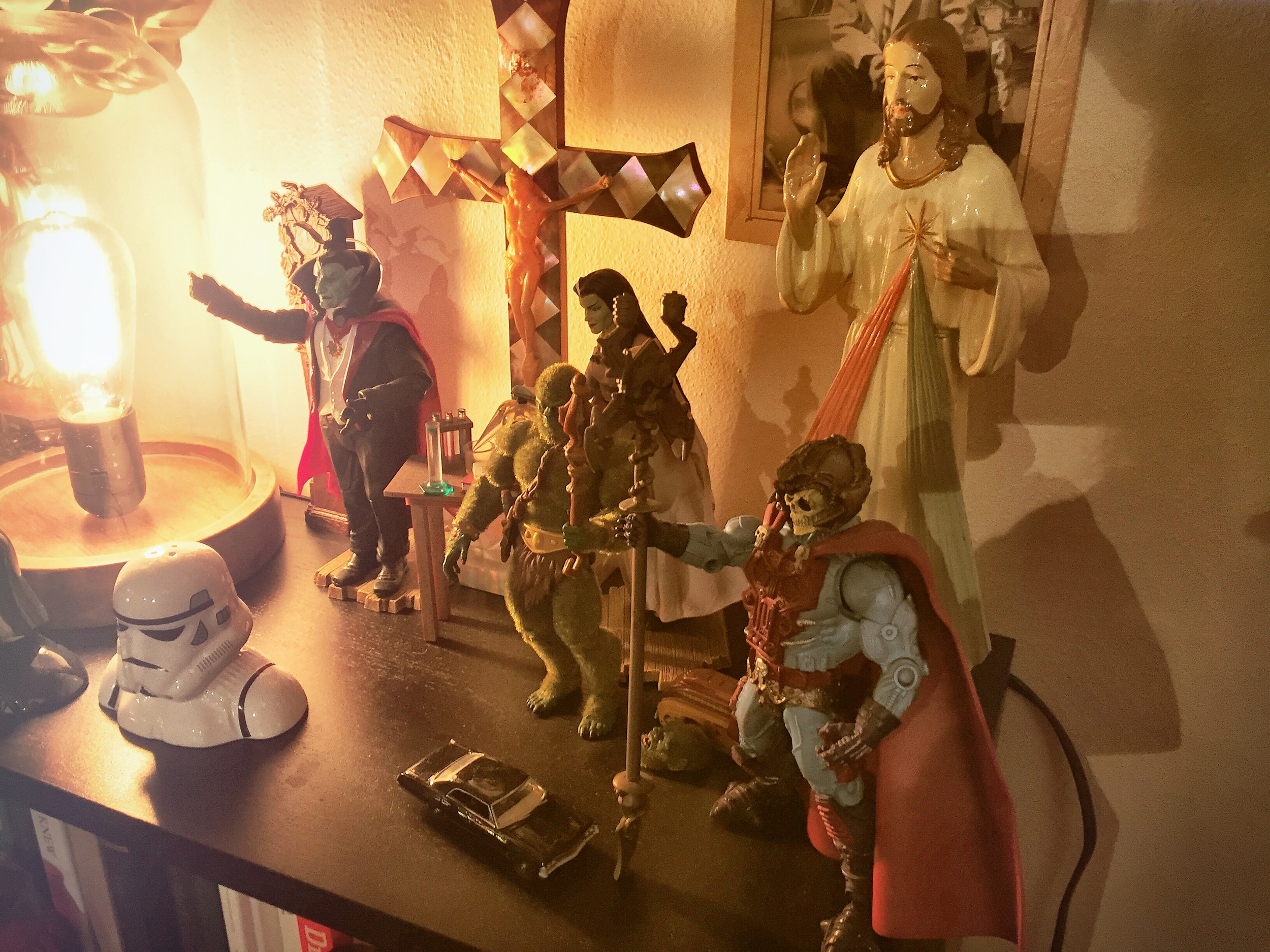Here you see the picture of my action figures that Christian refers to on the episode.