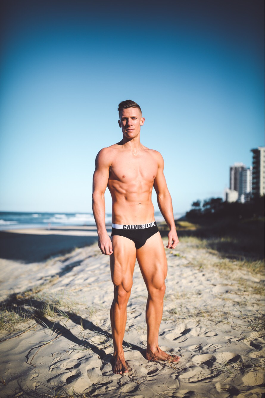 topless waiters for hire in the gold coast, brisbane and byron bay. Perfect for hens nights or birthday parties.