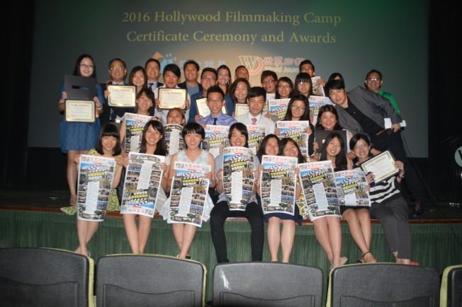 聯合報系與洛杉磯世界日報2016首屆好萊塢電影營23日閉幕,來自台灣的16位小小電影人滿載而歸。(記者楊青/攝影)