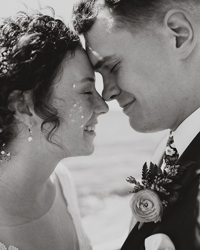 obsessed with their sweet smiles and those little sparkle reflections on her cheek. working to get a few galleries out before im off to seattle tomorrow for another wedding! can't believe it's august already .... where is this summer going?!? . . . . #sandiego #sandiegowedding #sandiegophotographer #blackandwhite #sandiegoweddingphotographer #bridalportraits #sunsetcliffs #pointloma #southerncaliforniaphotographer #socalwedding #militarywedding
