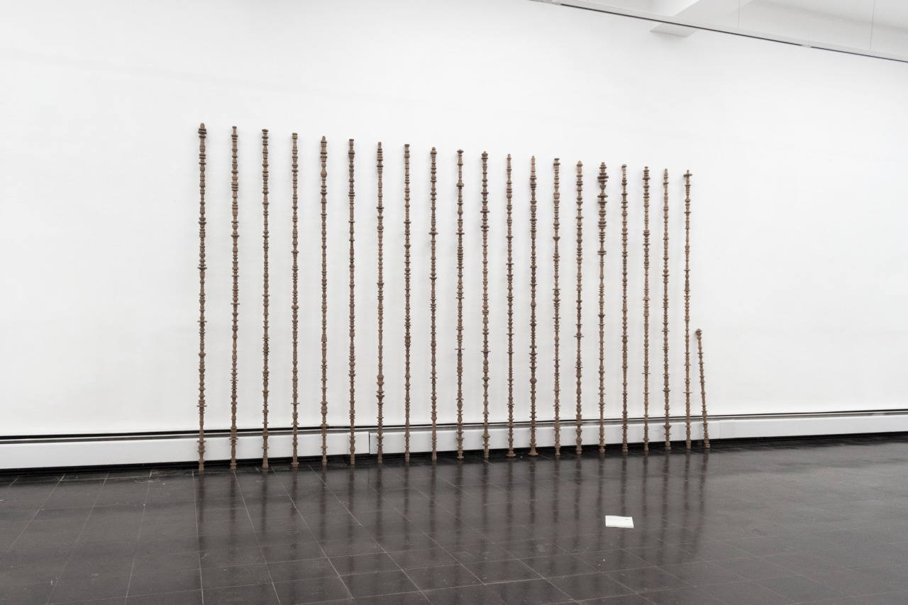 HK-MK, 21 mahogany rods, book, 230 x 500 x 20 cm, 2015