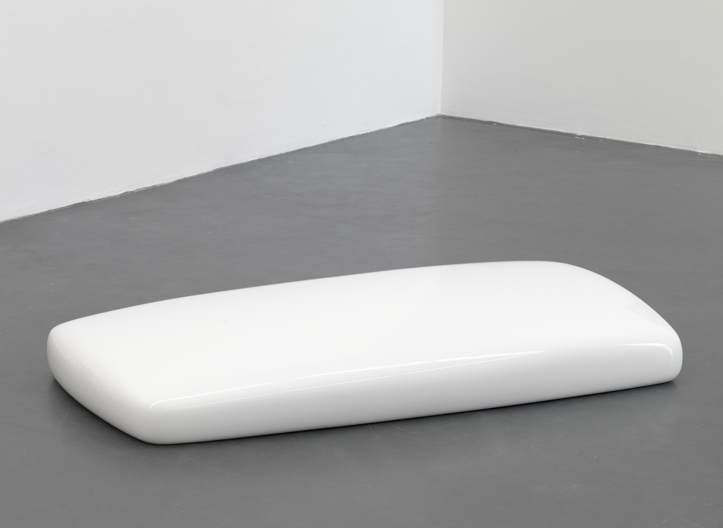 Untitled, 2008, polyester resin, 28 x 200 x 102 cm