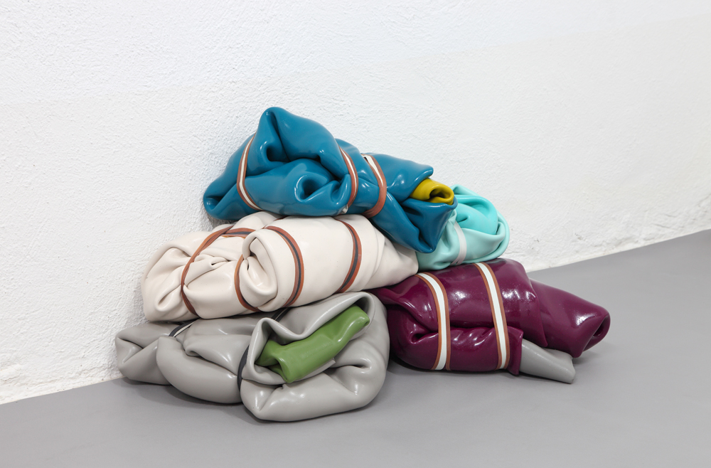 Penta Pack,2012,250 kilos of acrylic painting tyed with rubber bands,102 x 53 x 65 cm