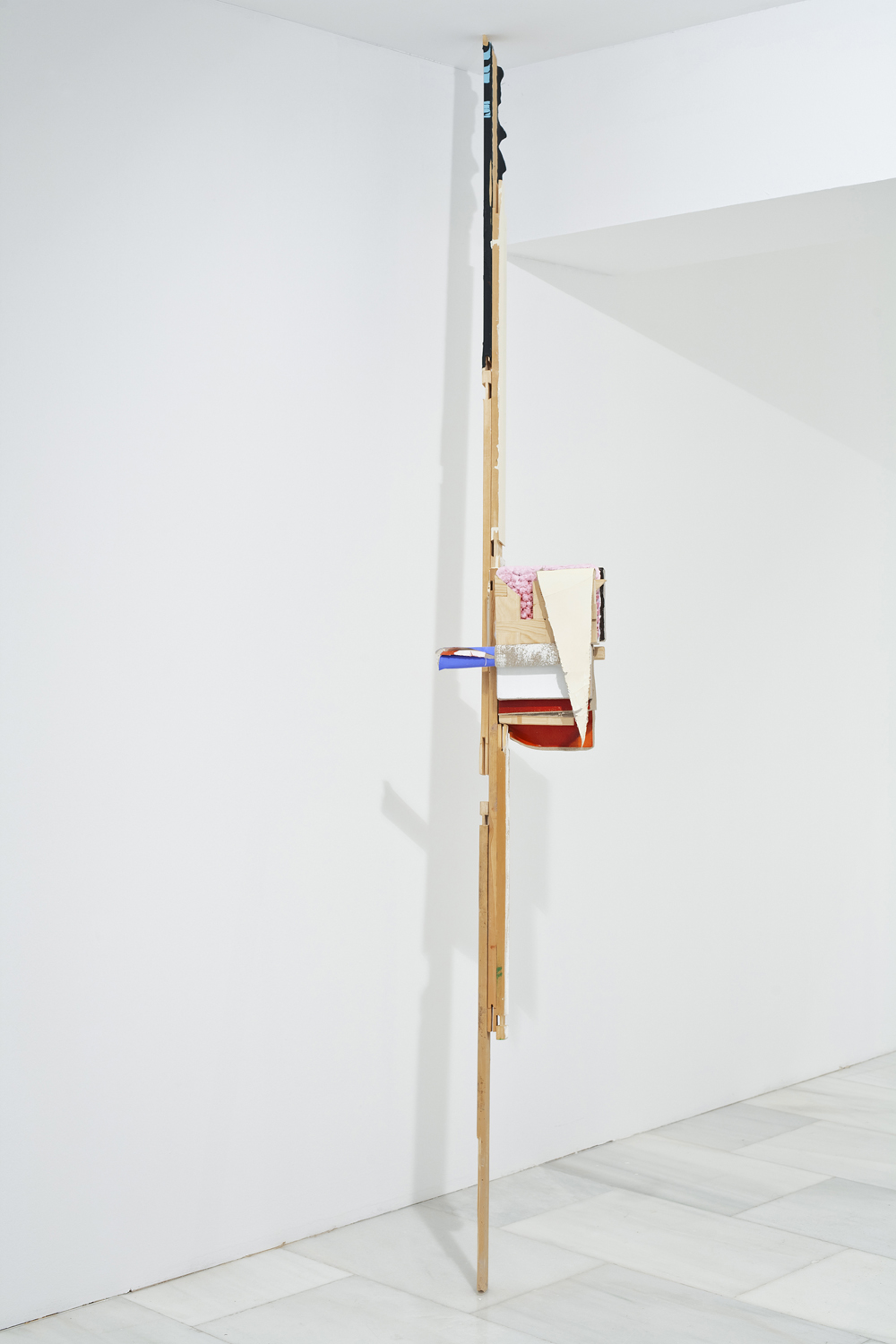 Señal II, 2010, trials and leftovers of several painting attached with canvas, 59 x 27 x 18 cm