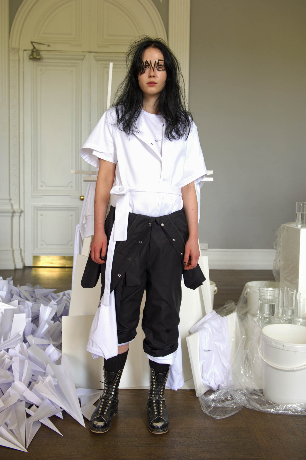 004B PHOEBE ENGLISH SS17 LOOK 5 - THE CHANTER.jpg