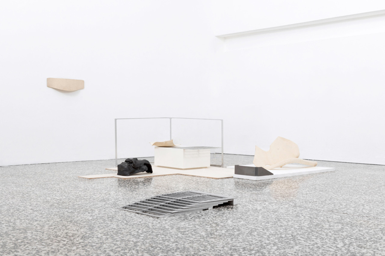 Bonis Bona, Malis Mala (exhibition view), 2018