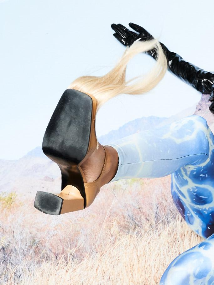 shoes   FRIDA NILSSON   gloves   LISELOTTE BRAMSTÅNG     pants  STYLIST'S OWN
