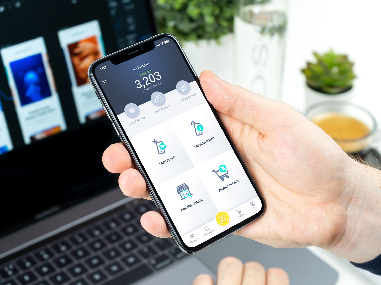 Free-Man-Holding-in-Hand-iPhone-X-Mockup-PSD.jpg