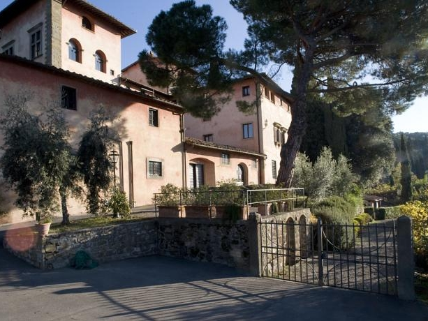 VILLA CRISTINA - A Tuscan winery with a range of accommodation for 50 guests, romantic gardens and beautiful views.Read More...