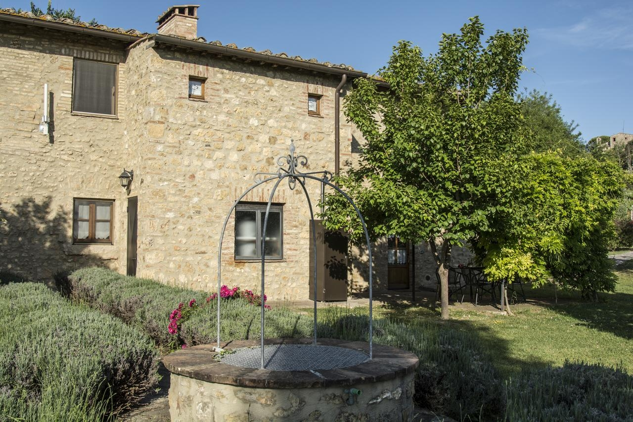 Croce di Bibbiano, Siena - An intimate little estate with beautiful vineyard views across to San Gimignano. Accommodation and restaurant onsite for 30-35 guests. Perfect for low key, rustic weddings.Read More...