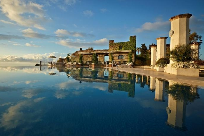Hotel Pinella, Ravello - A well-known 5* hotel in Ravello with a breath-taking infinity pool and sea views to match.Read More...