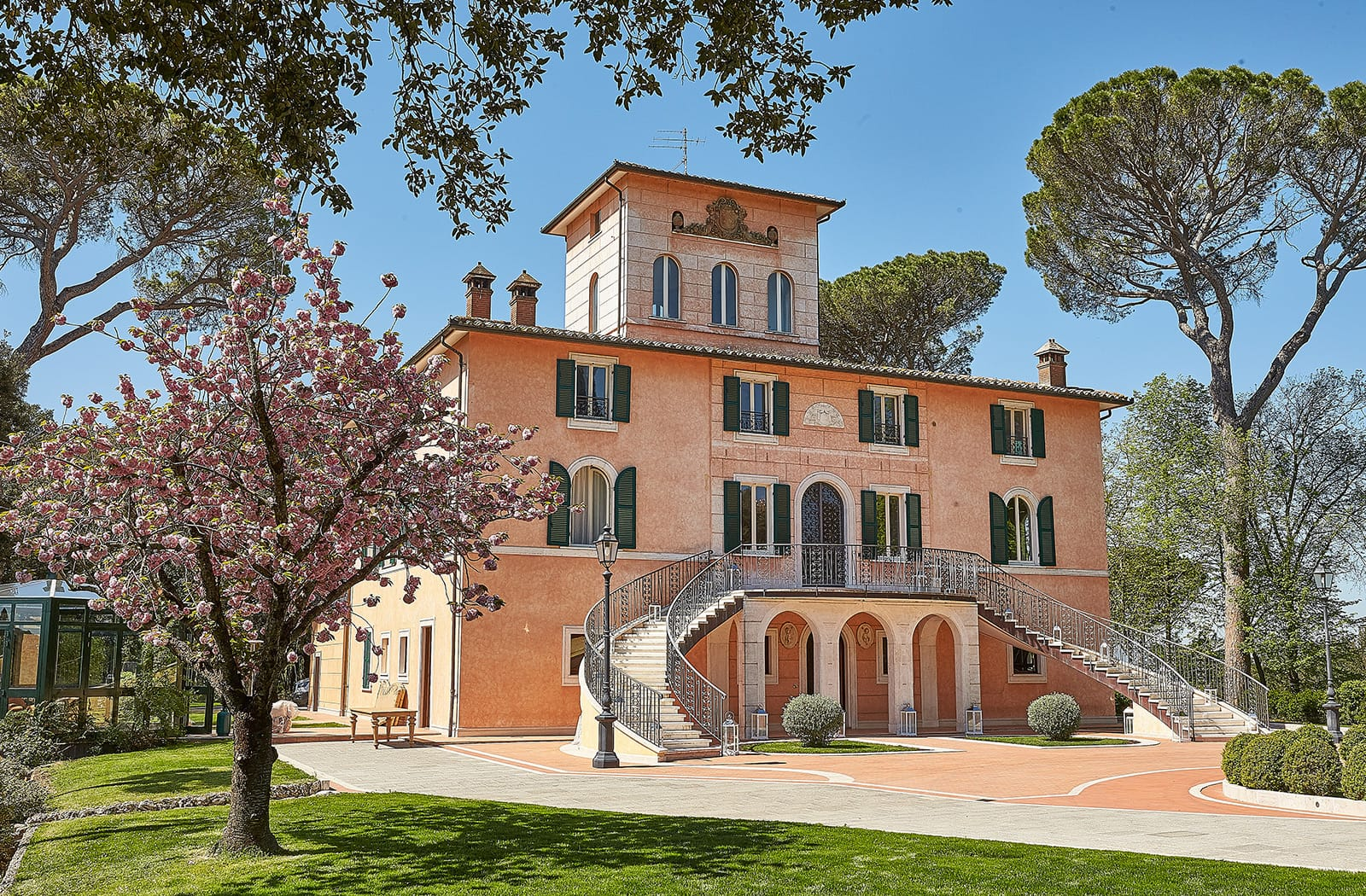 Villa Valentini Bonaparte, Perugia - An opulent Italian villa nestled between the Tuscan and Umbrian countryside with well manicured grounds; a stunning backdrop ideal for weddings of 70-120 people.Read More…
