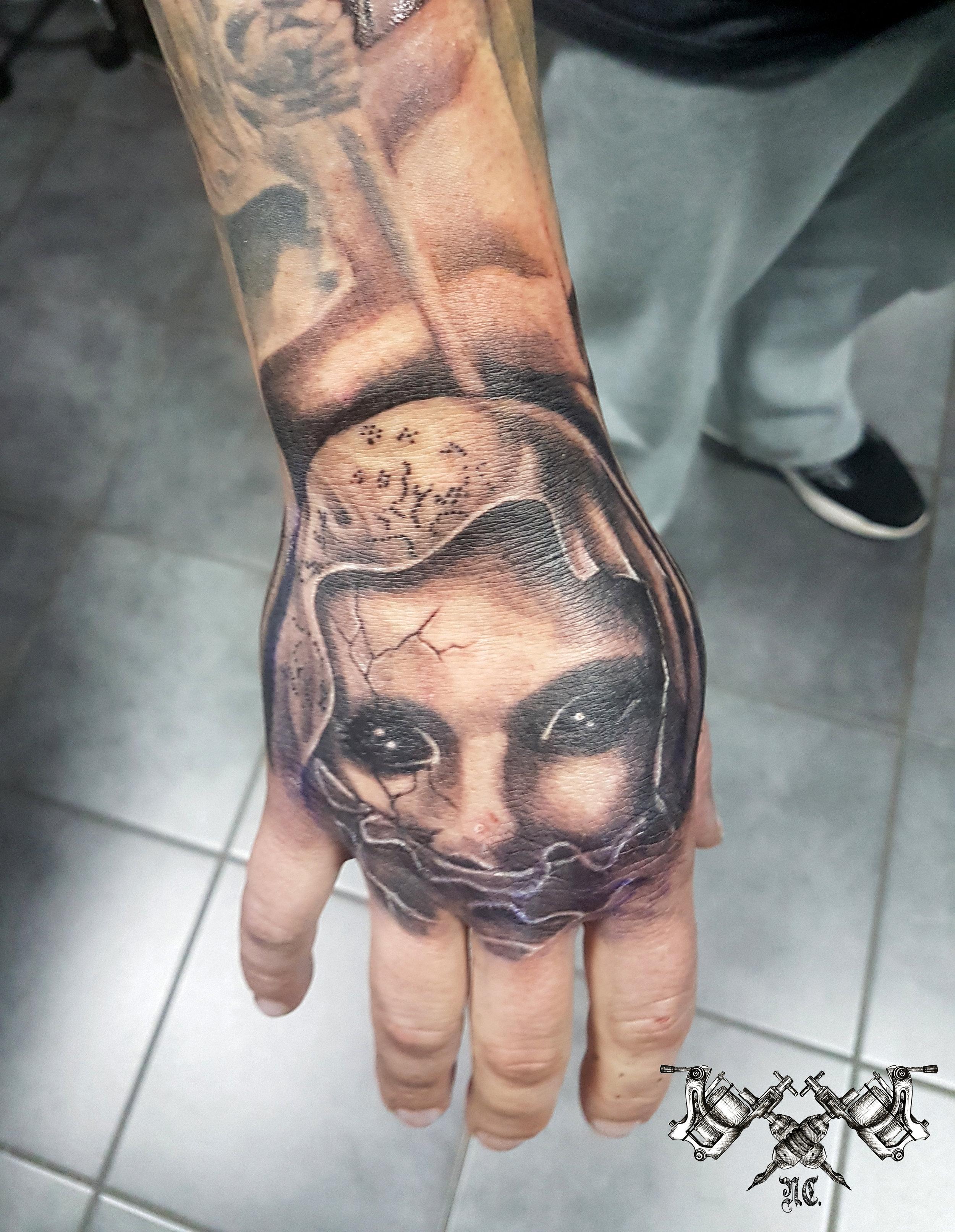 Hand Tattoo Morden