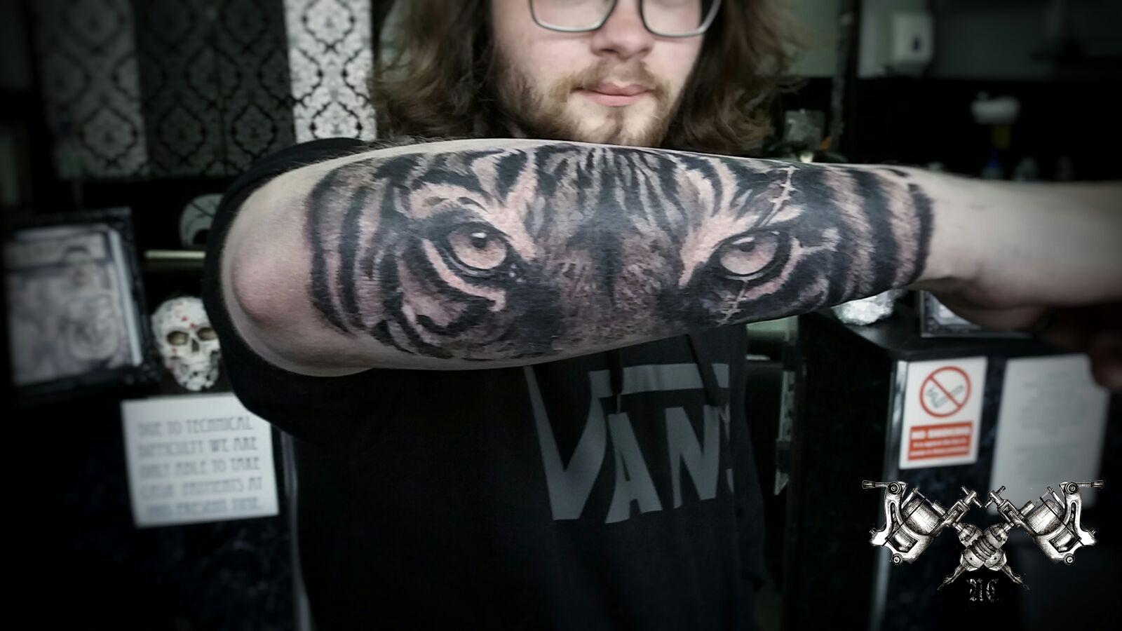 Tiger Eyes Tattoo Morden