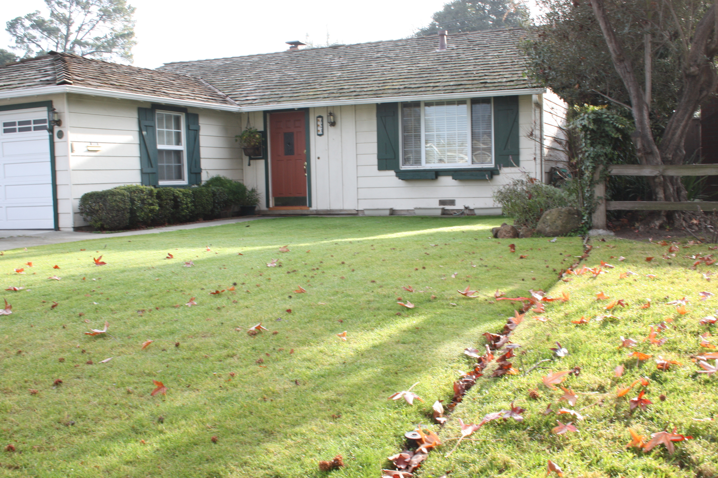 SOLD:  323 Hedge Rd, Menlo Park  Charming home in Suburban Park  Offered at $1,325,000