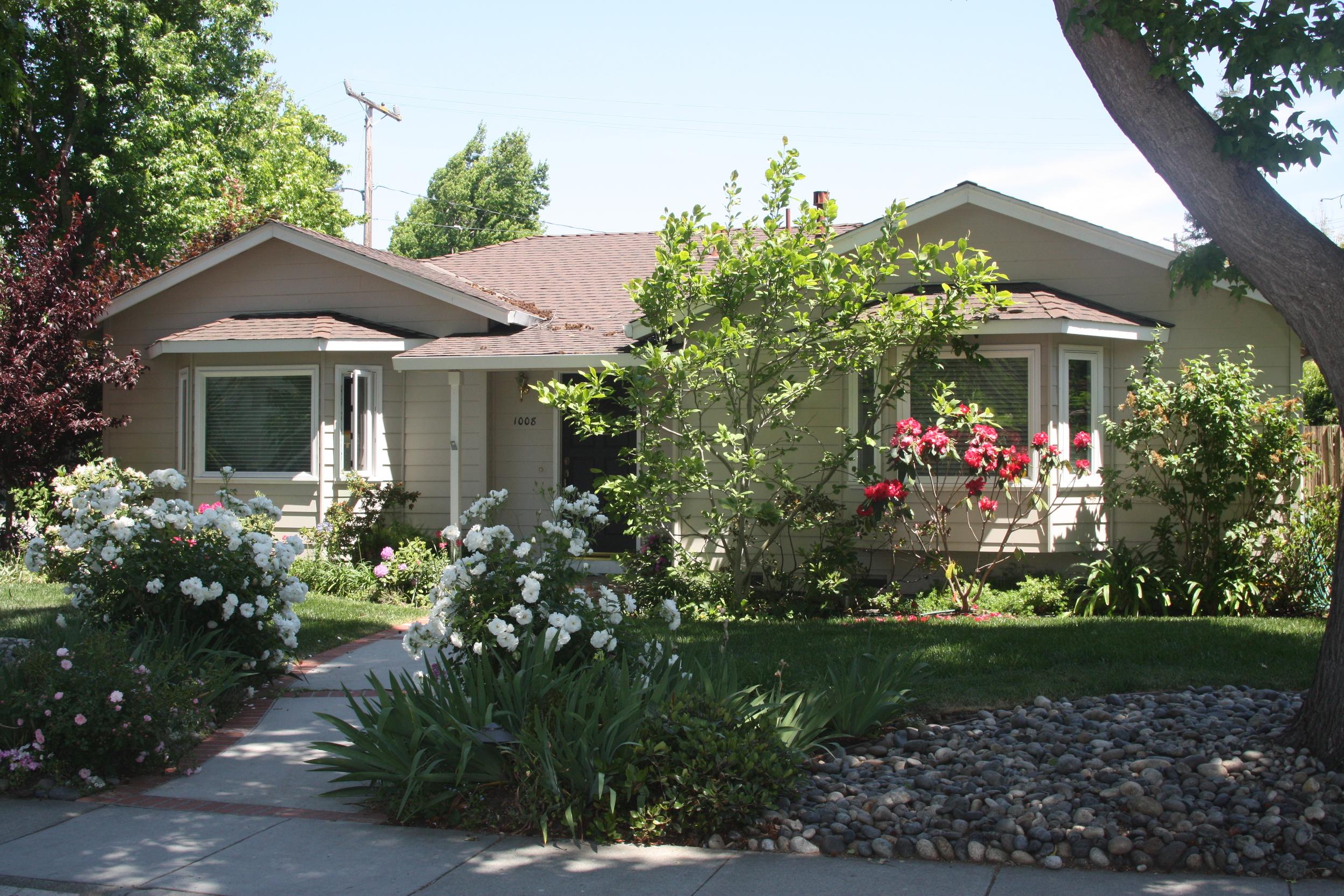 SOLD:  1008 Greenwood Dr, Menlo Park  Mature landscaping, delightful neighborhood  Offered at $1,275,000