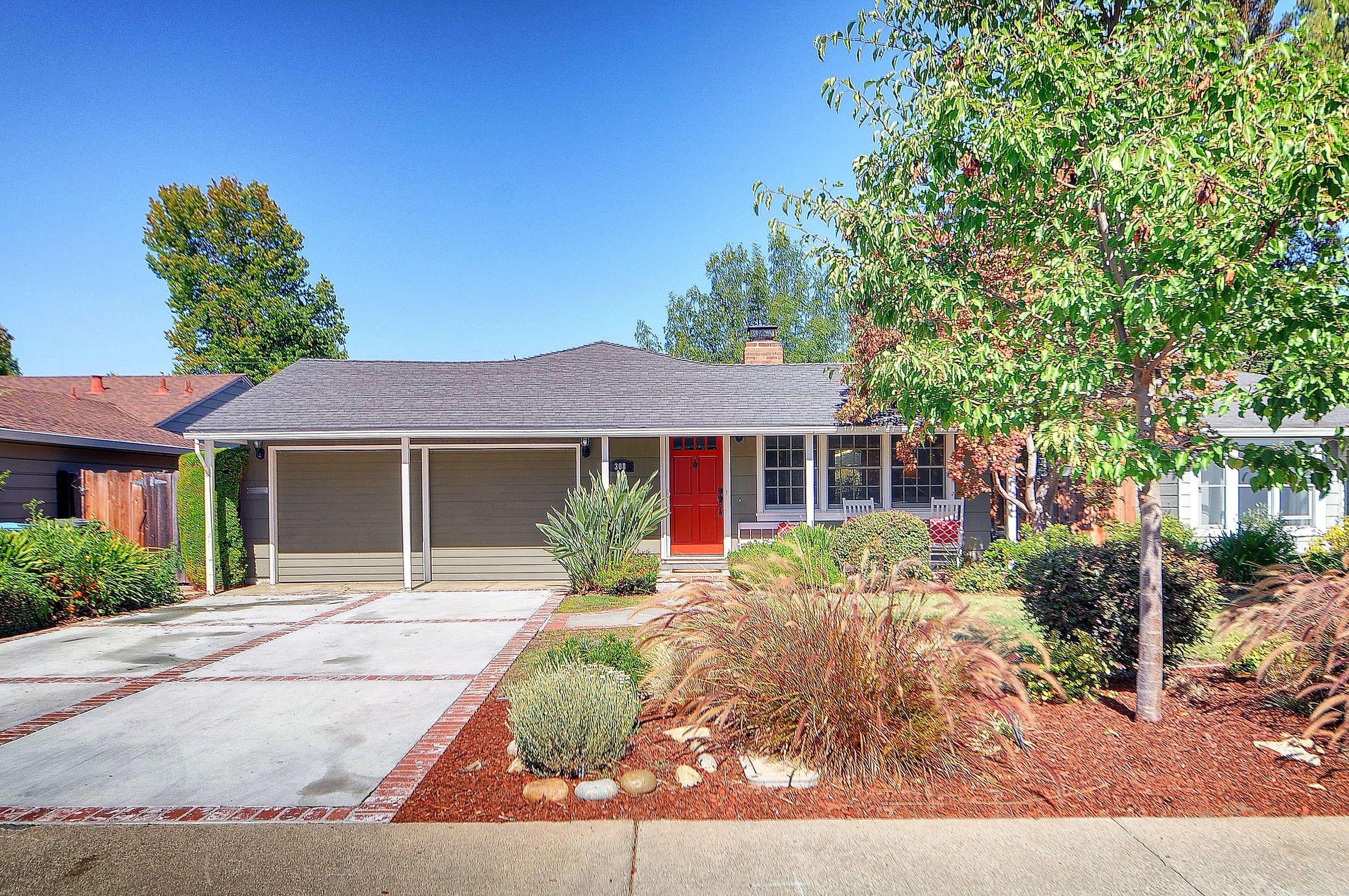 SOLD:  308 Hedge Rd, Menlo Park  Open floor plan with bonus play room - ideal family home  Offered at $1,495,000