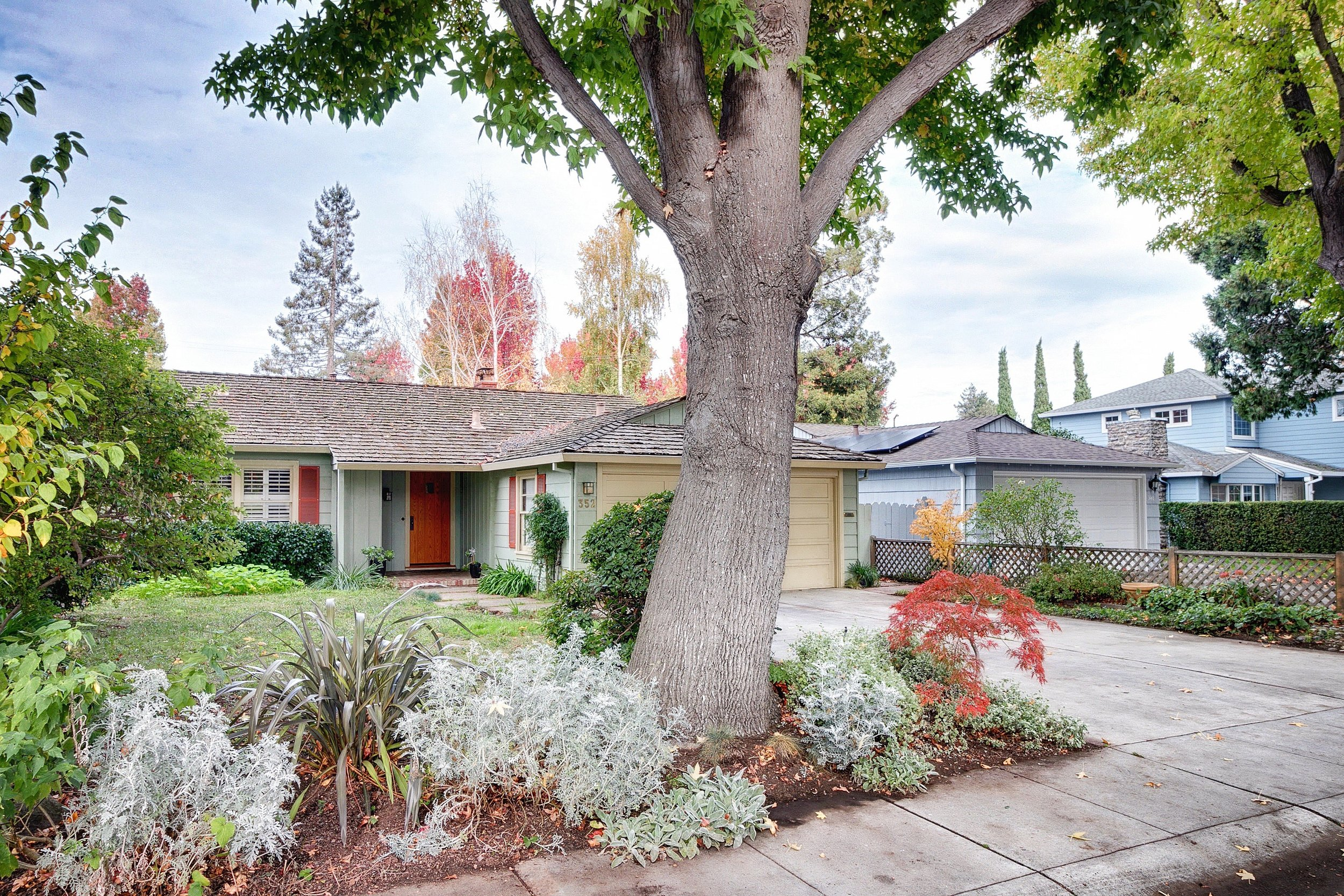 SOLD: 352 Hedge Rd, Menlo Park  Chef's delight in highly desirable Suburban Park  Offered at $1,835,000