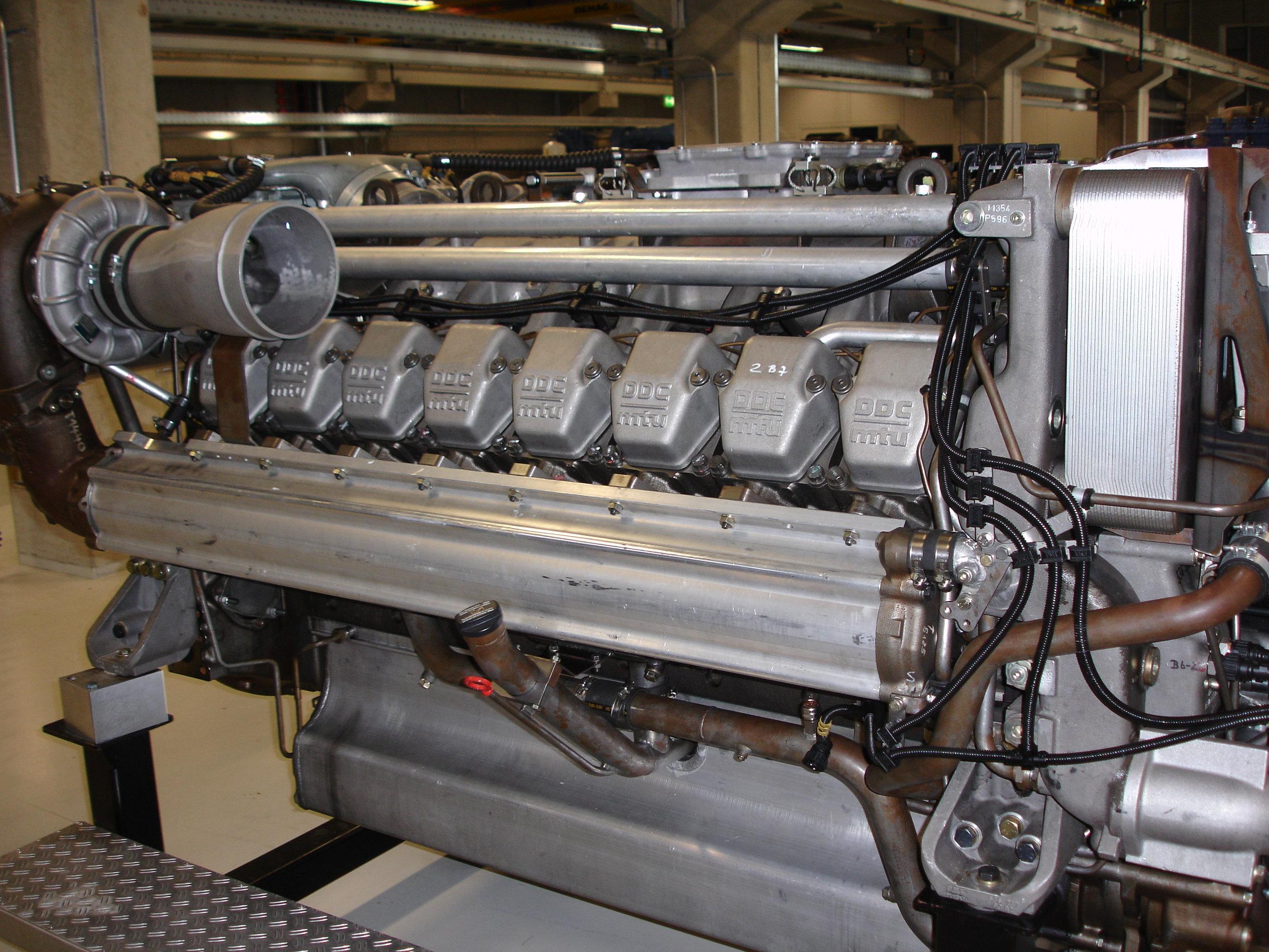 Overhaul MTU Series 2000 marine M90