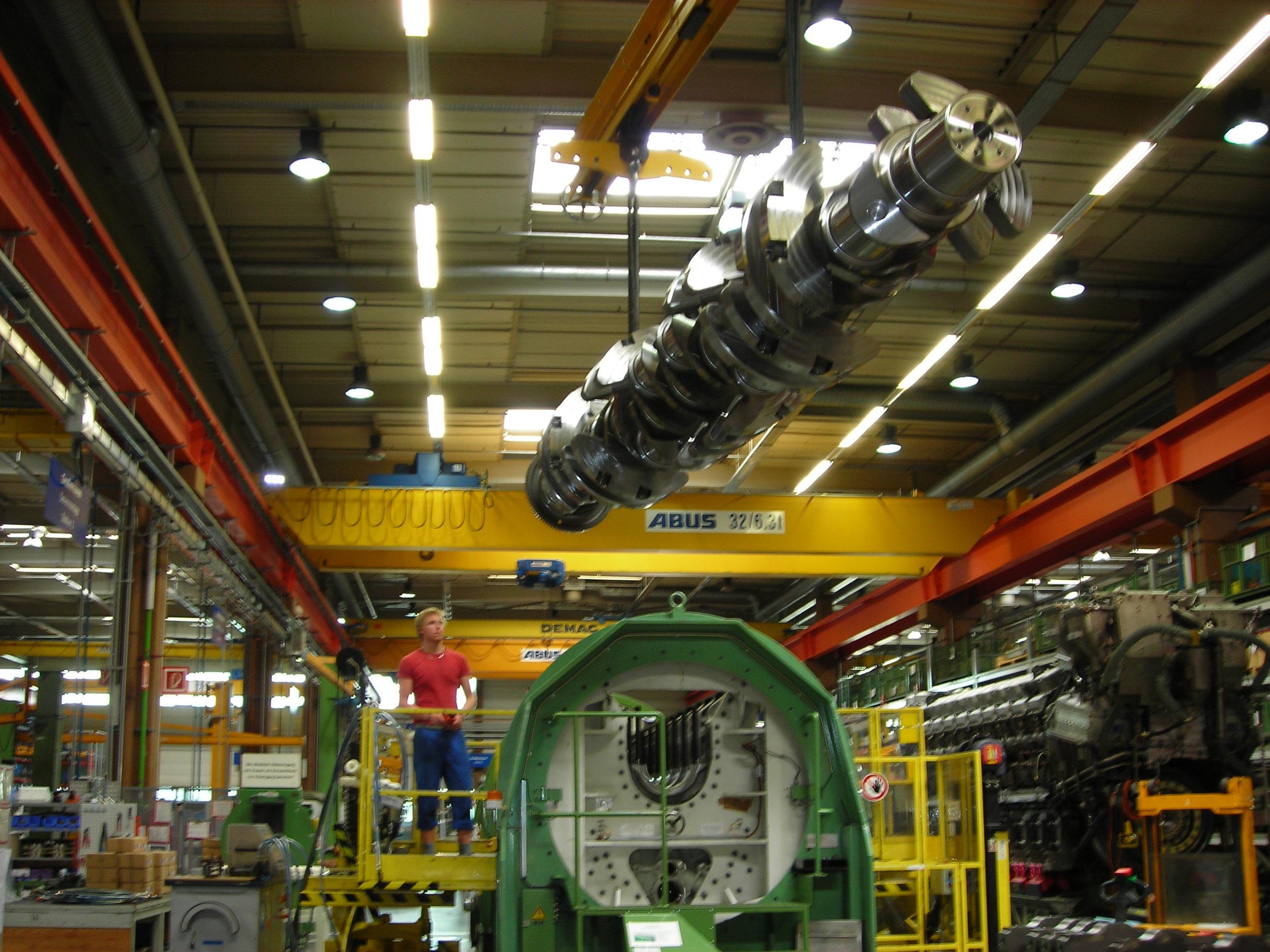 MTU series 8000 Crankshaft installation