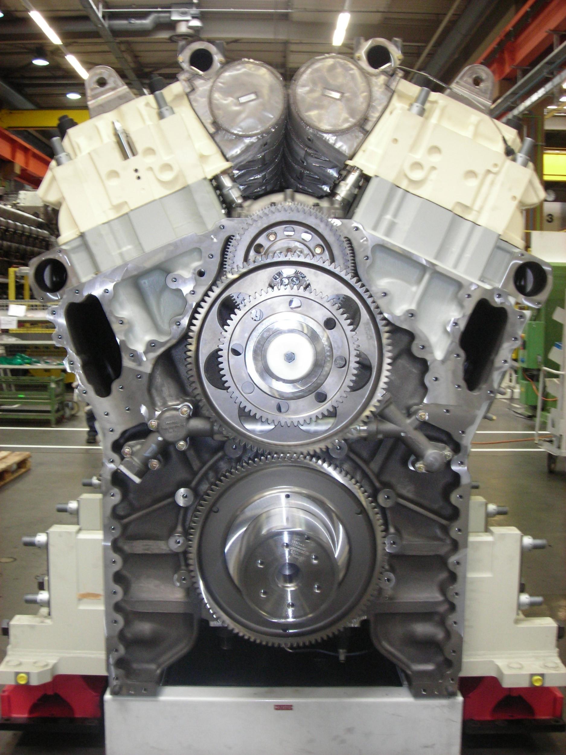 MTU series 8000 -Crankshaft.camshaft,gears,power units ,exhaust manifolds