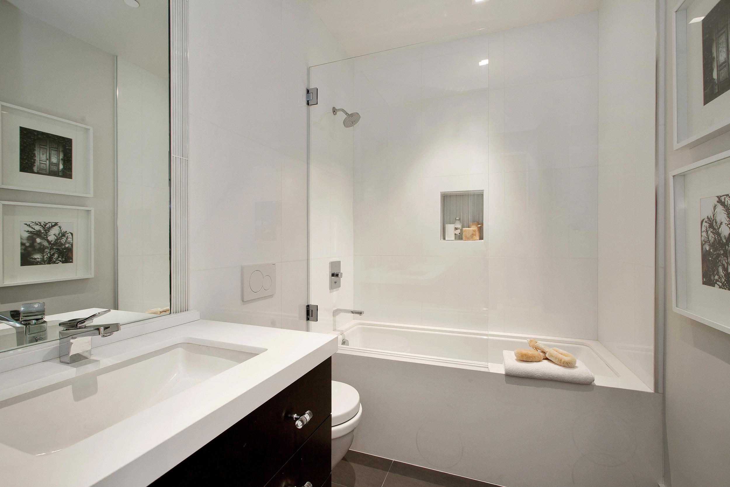 Bath screen and mirror