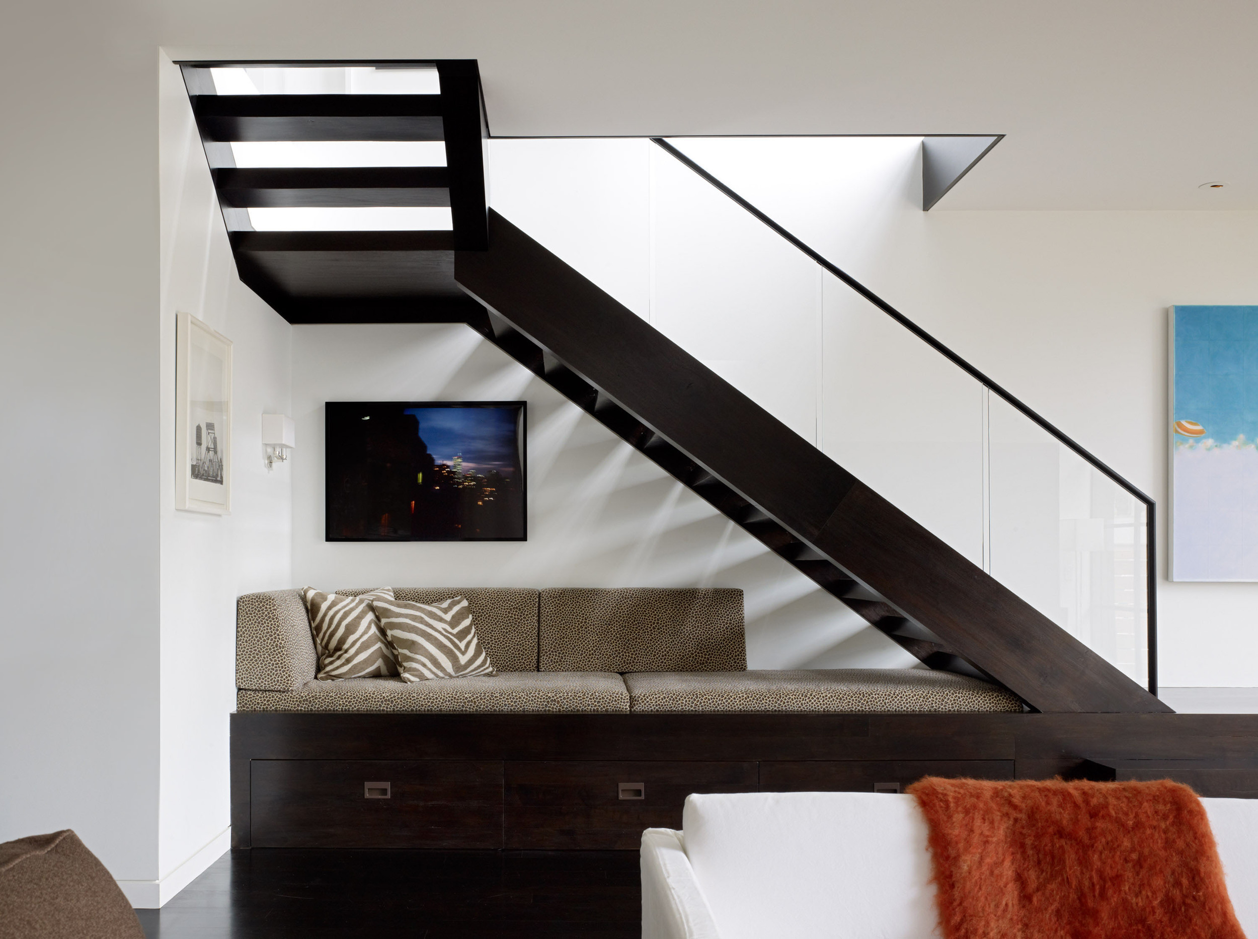 Railing with handrail and recessed base shoe