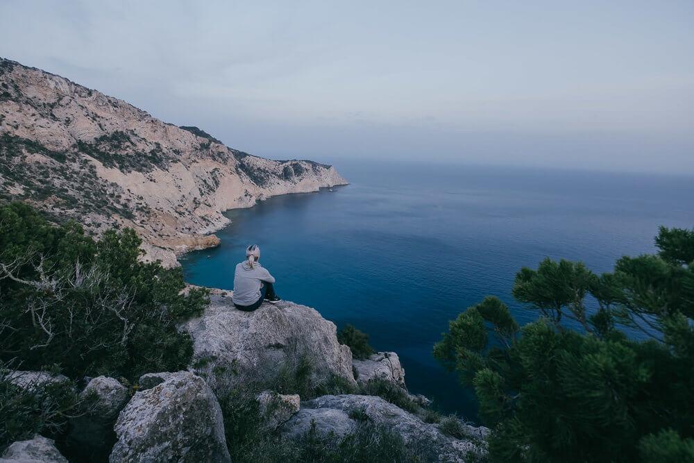 Vistas al Mediterraneo desde los acantilados ibicencos | Foto: Álvaro Sanz
