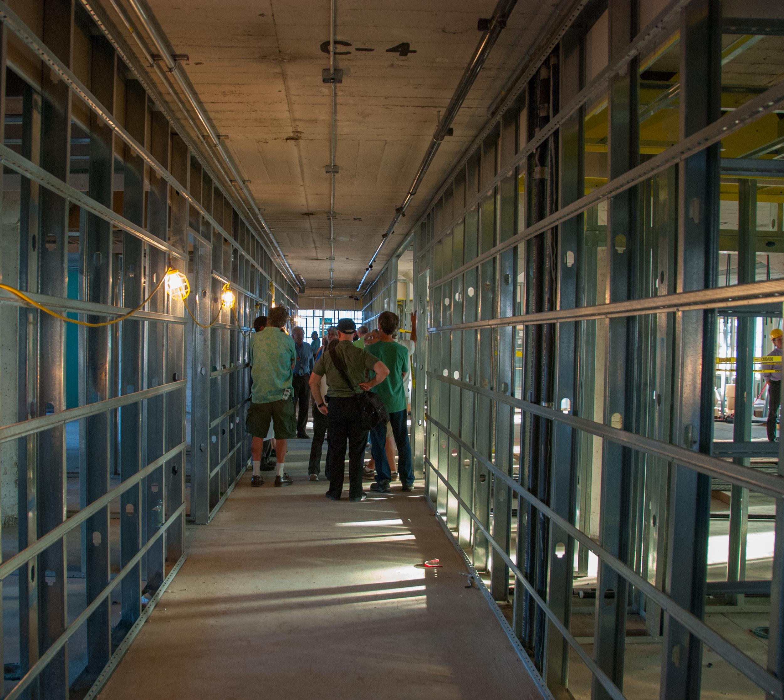 Hallway 2348b.jpg