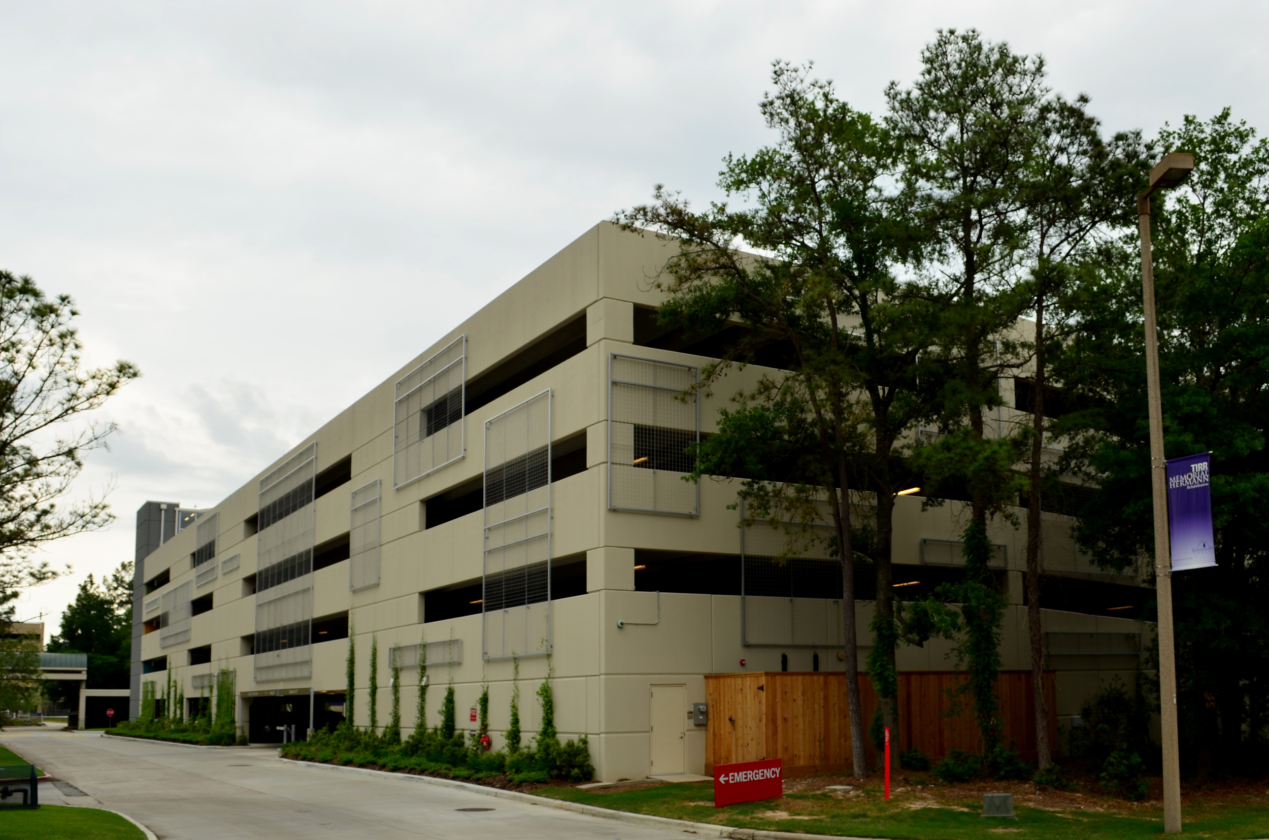 Memorial Hermann Garage. Project designed and managed by Marco Cano working at Haynes Whaley Associates
