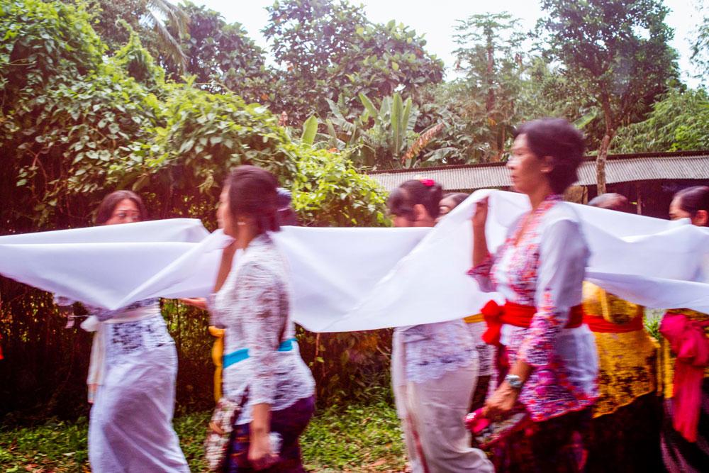 Balinese women and girls in kebaya dresses.