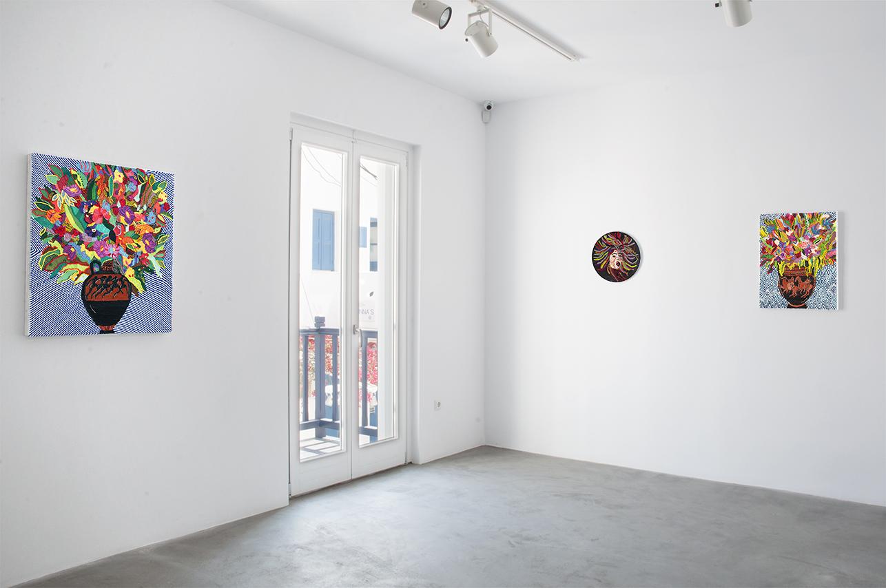 Caroline Larsen_Romance on the Islands_Medusa+Column-krarer with Flowers+Terracotta Panathenaic with Flowers_installation shot2.jpg