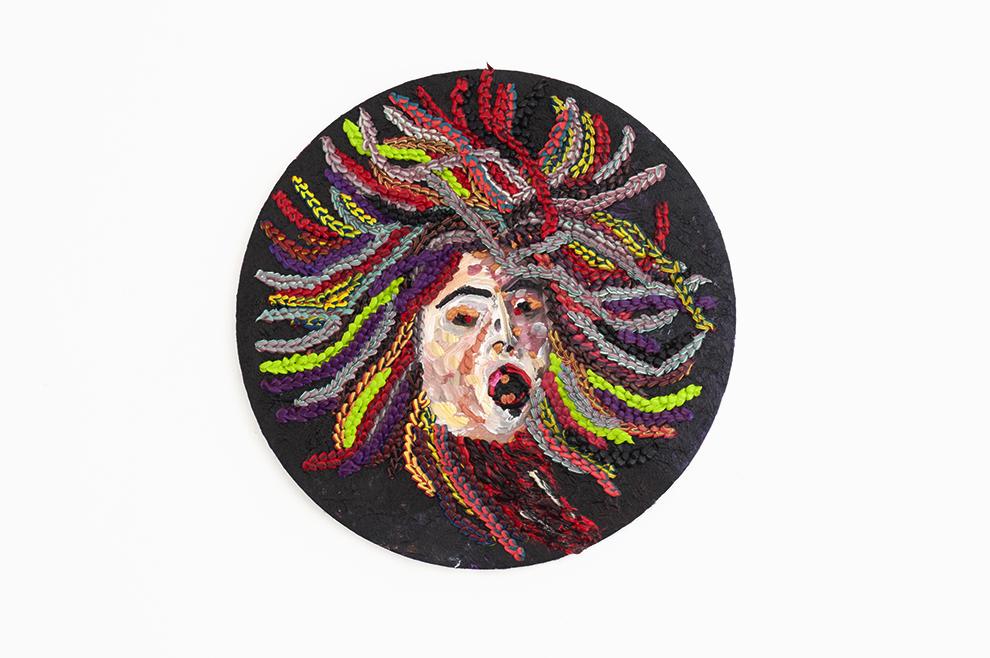Caroline Larsen_Medusa_Oil on Canvas_20 cm (diameter)_2018.jpg